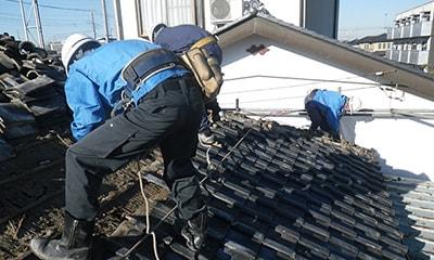 屋根葺き材の撤去写真